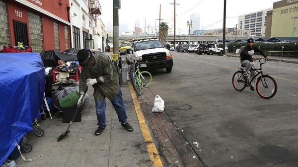 homelessrising-losangeles-a4e3a0ed
