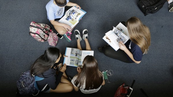 paper-yearbooks-a9cd40b2.jpg.885x497_q90_box-0,155,3000,1840_crop_detail